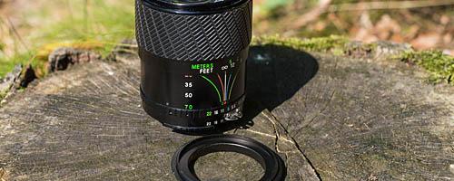Altes Zoom-Objektiv und passender Retroadapter