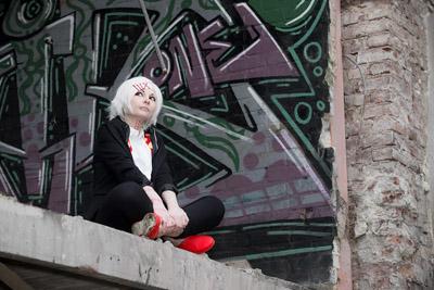 Cosplay-Fotoshooting mit Nanoe Jinshigo als Juuzou Suzuya
